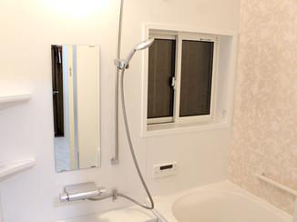 バスルームリフォーム 断熱性を高め、お手入れが楽になった水廻り空間