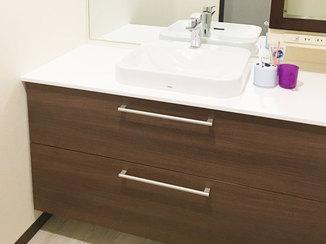 洗面リフォーム 既設を一部活かし生まれ変わった洗面台と、清掃性のアップしたトイレ