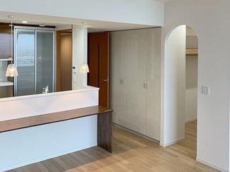 マンションリフォーム アーチ型の入口がかわいい、ウォークインクローゼットが便利なマンションリノベーション